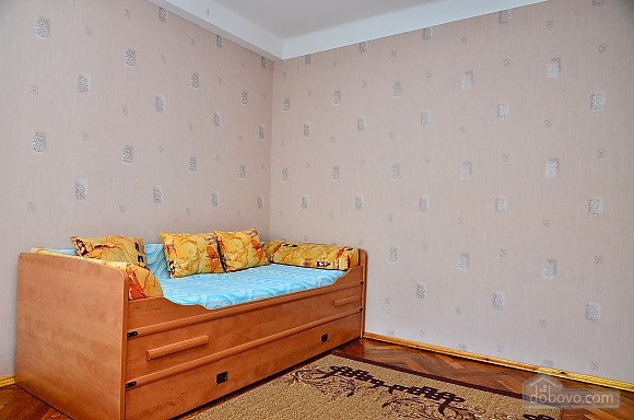 Квартира возле стадиона Олимпийский, 2х-комнатная (33176), 002