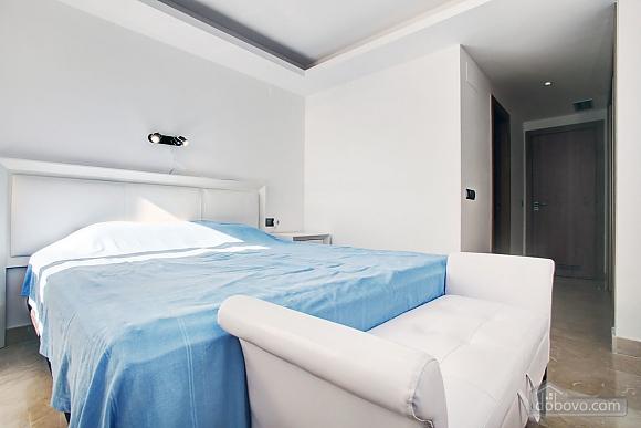 Пентхаус з двома спальнями з видом на море, 3-кімнатна (33590), 009
