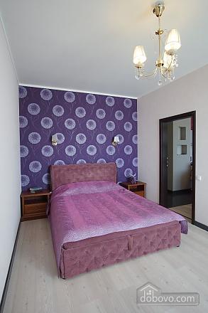 Persefona, Un chambre (94049), 001