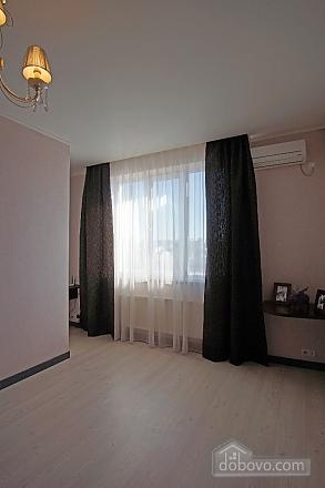 Persefona, Un chambre (94049), 007