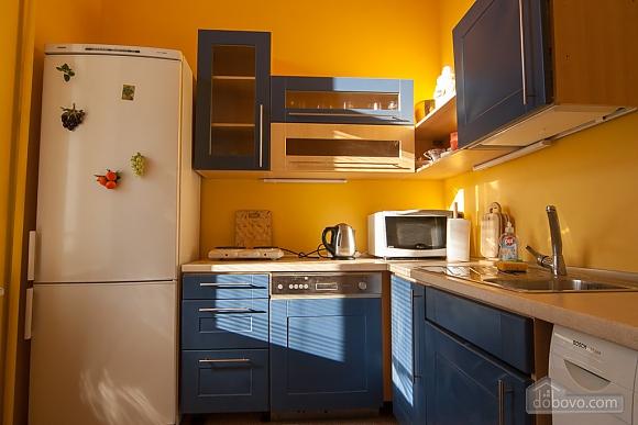 Квартира рядом с Майданом, 2х-комнатная (52735), 002