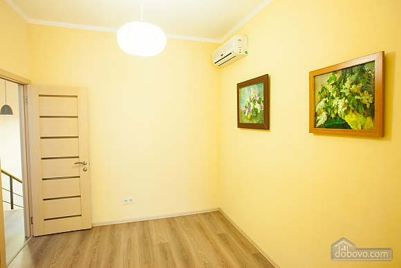 Апартаменты на берегу Чорного моря, 3-кімнатна (15056), 010