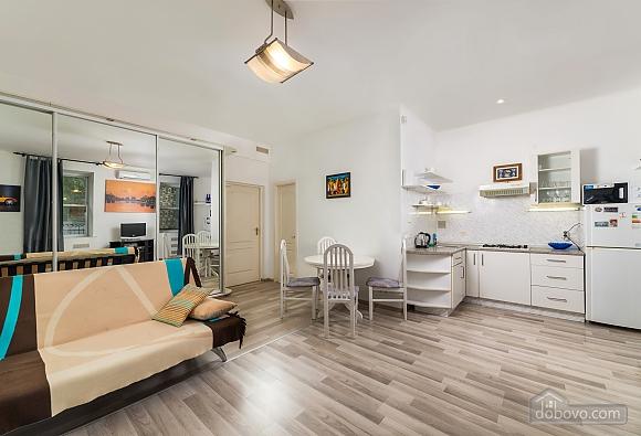 Beautiful one bedroom apartment on Khreschatyk opposite Maidan, Una Camera (34739), 003