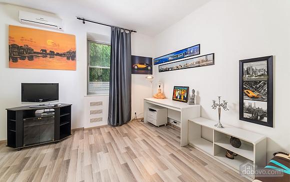 Beautiful one bedroom apartment on Khreschatyk opposite Maidan, Una Camera (34739), 005