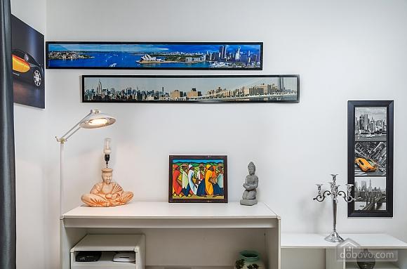 Beautiful one bedroom apartment on Khreschatyk opposite Maidan, Una Camera (34739), 010