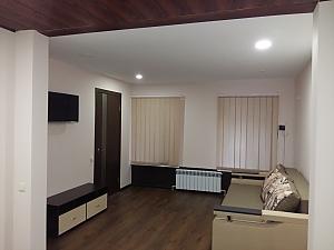 Комфортна квартира біля залізничного вокзалу, 2-кімнатна, 001