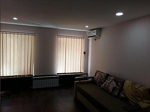 Комфортна квартира біля залізничного вокзалу, 2-кімнатна, 002