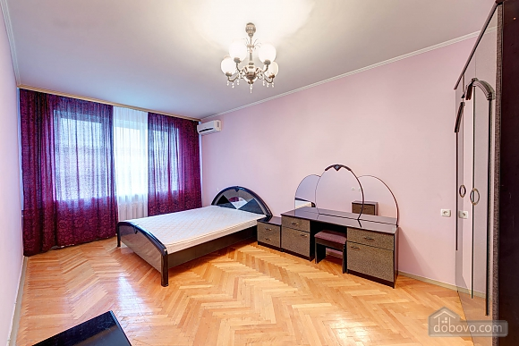 Double room in mini-hotel at Pecherska metro station, Studio (10174), 001