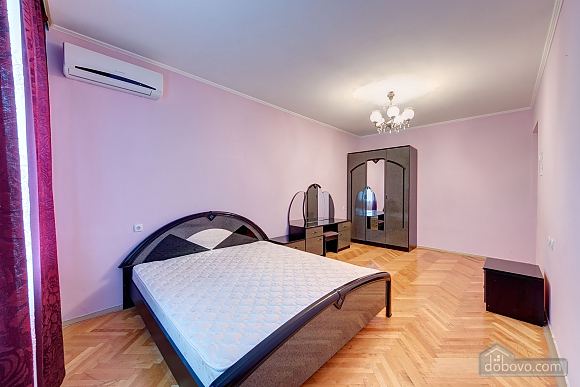 Double room in mini-hotel at Pecherska metro station, Studio (10174), 002