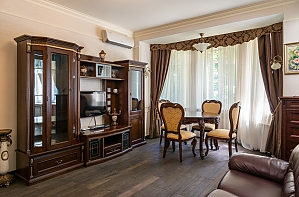 Cozy one bedroom apartment with handmade furniture in the center of Kiev, One Bedroom, 001