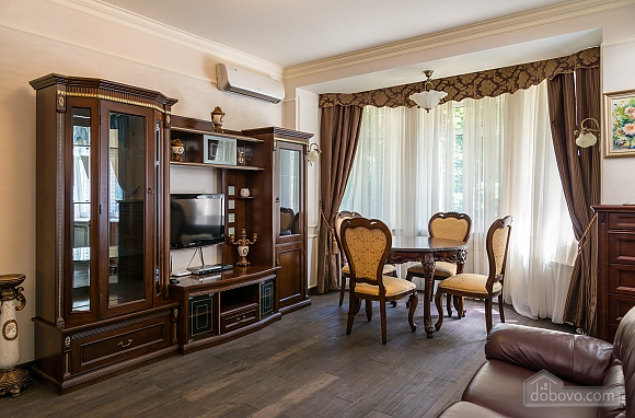 Cozy one bedroom apartment with handmade furniture in the center of Kiev, Una Camera (52708), 001