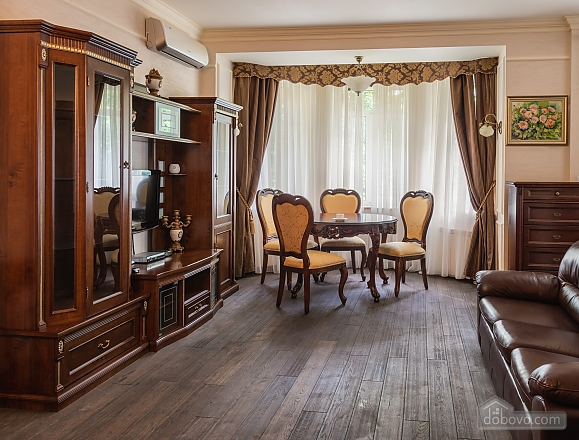 Cozy one bedroom apartment with handmade furniture in the center of Kiev, Una Camera (52708), 010