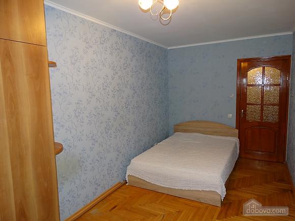 Современная большая квартира рядом с метро Дарница, 3х-комнатная (70981), 003