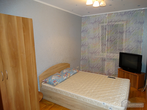 Современная большая квартира рядом с метро Дарница, 3х-комнатная (70981), 004