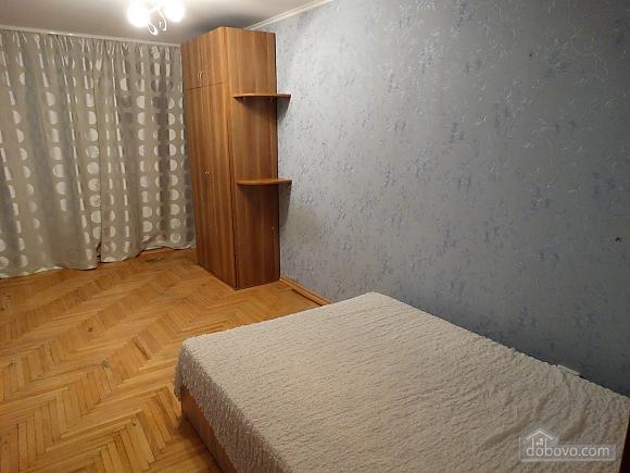 Современная большая квартира рядом с метро Дарница, 3х-комнатная (70981), 005