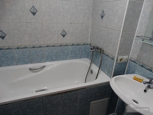 Современная большая квартира рядом с метро Дарница, 3х-комнатная (70981), 007