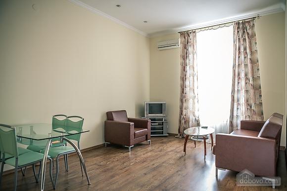 Апартаменты возле Оперного театра, 2х-комнатная (85683), 002