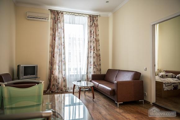 Апартаменты возле Оперного театра, 2х-комнатная (85683), 001