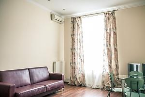 Апартаменты возле Оперного театра, 2х-комнатная, 002