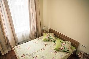 Апартаменты возле Оперного театра, 2х-комнатная, 001