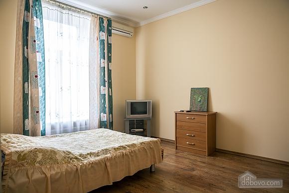 Апартаменты возле Оперного театра, 1-комнатная (84436), 003