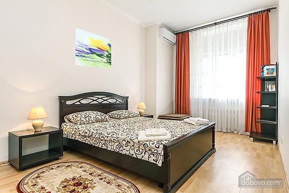 Хорошая квартира в центре, 2х-комнатная (26661), 004