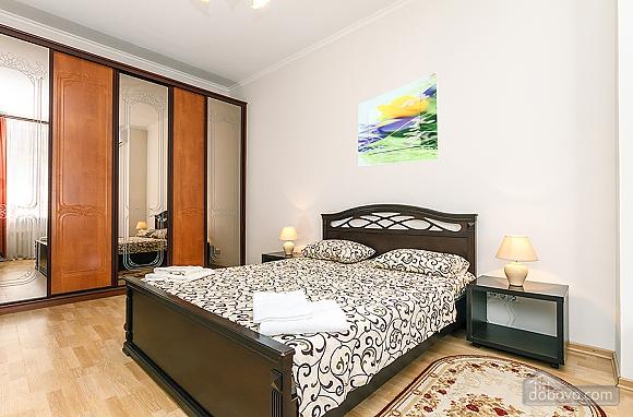 Хорошая квартира в центре, 2х-комнатная (26661), 005