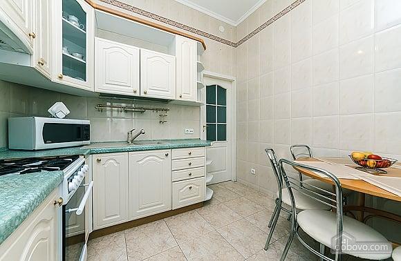 Хорошая квартира в центре, 2х-комнатная (26661), 010