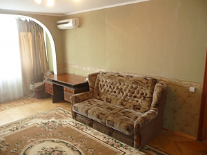 Квартира рядом с железнодорожным вокзалом, 2х-комнатная, 002