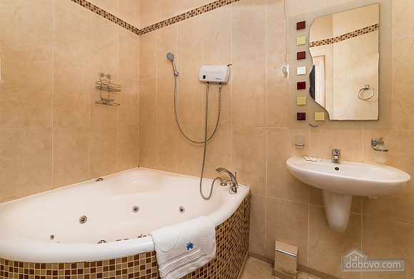 Spacious European apartment with Jacuzzi in two steps from Khreschatyk, Un chambre (98962), 012