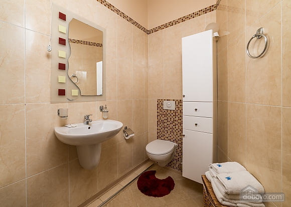 Spacious European apartment with Jacuzzi in two steps from Khreschatyk, Un chambre (98962), 013
