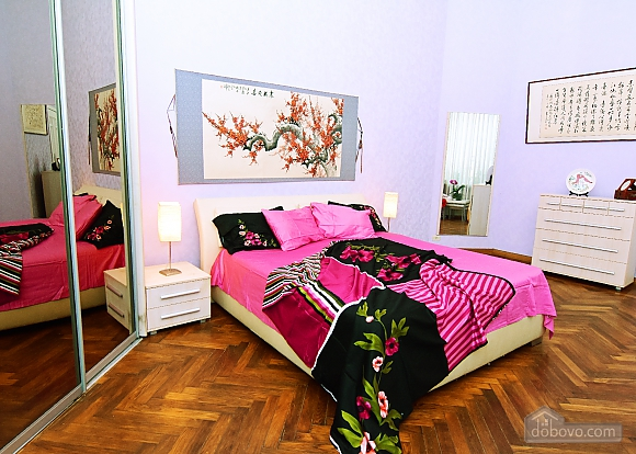 Apartment in the historical center, Three Bedroom (81157), 002