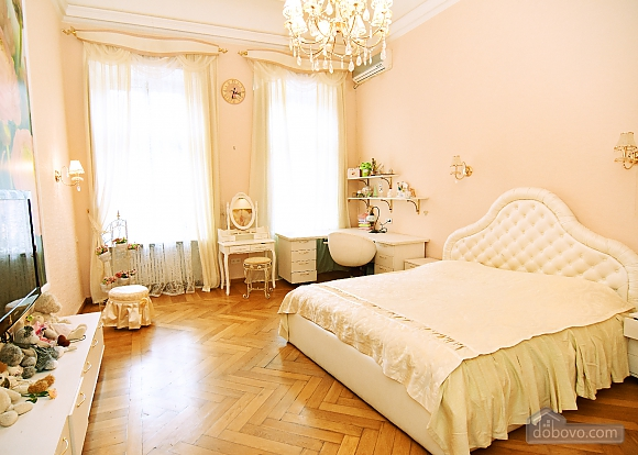 Apartment in the historical center, Three Bedroom (81157), 001