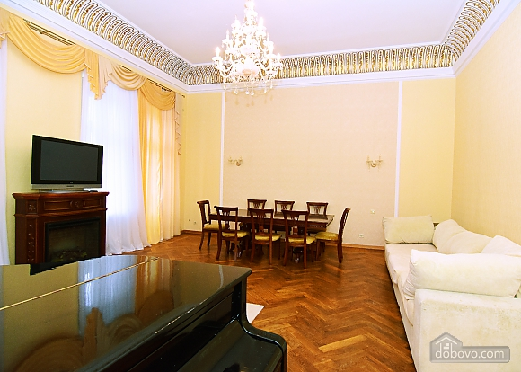 Apartment in the historical center, Three Bedroom (81157), 009
