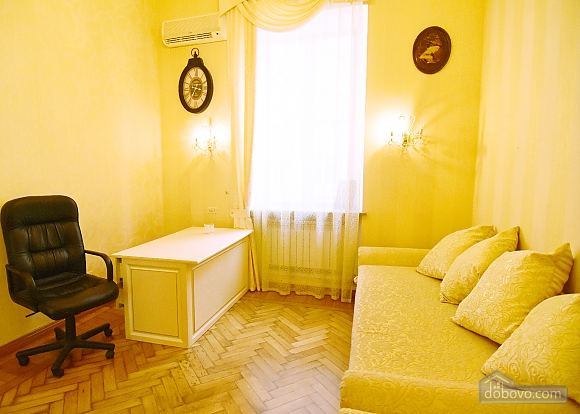 Apartment in the historical center, Three Bedroom (81157), 010