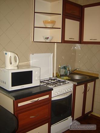 Уютная квартира, 2х-комнатная (69918), 002