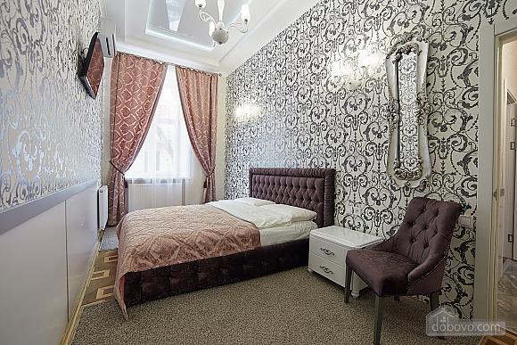 VIP апартаменты в центре города, 2х-комнатная (47061), 001