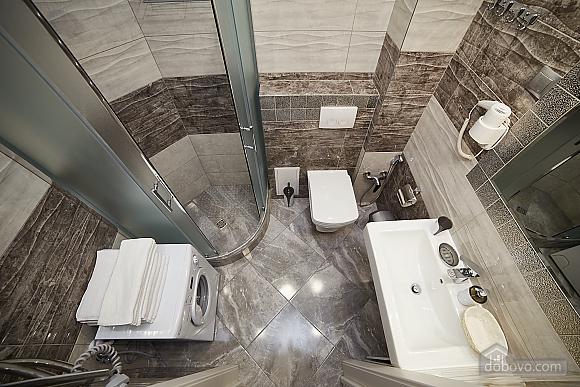 VIP апартаменты в центре города, 2х-комнатная (47061), 004
