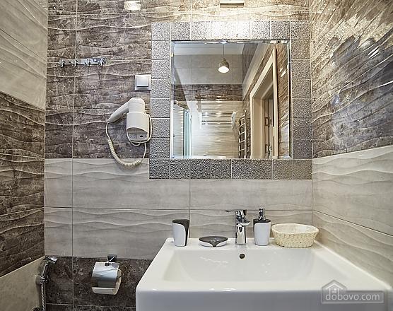 VIP апартаменты в центре города, 2х-комнатная (47061), 006