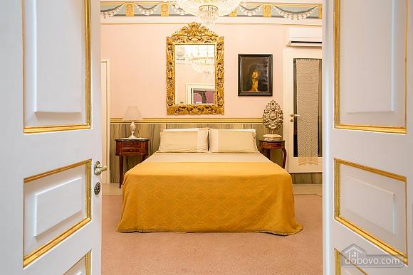 Великолепный дворец, 5ти-комнатная (10279), 030