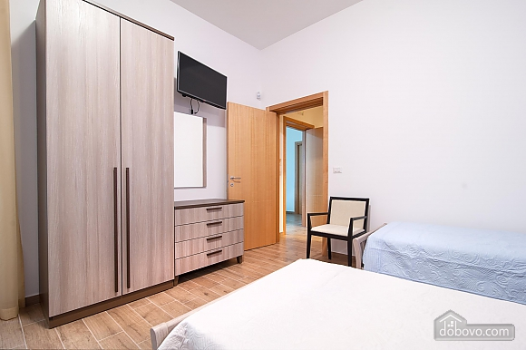 Room for three, One Bedroom (45201), 006