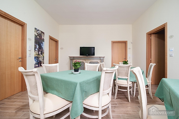 Room for three, One Bedroom (45201), 010