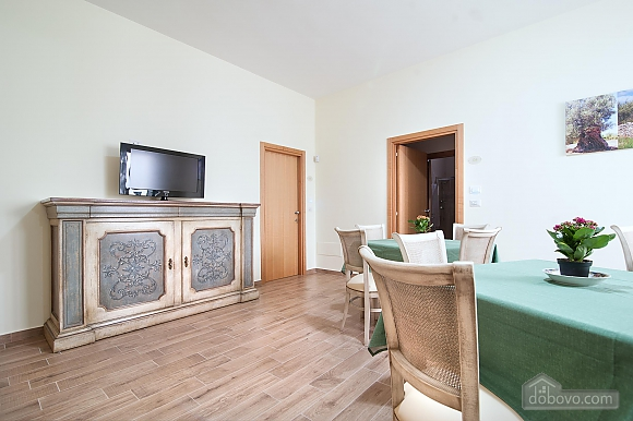 Room for three, One Bedroom (45201), 013