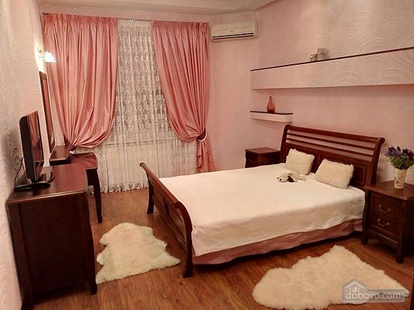 Шикарні апартаменти, 3-кімнатна (51227), 006