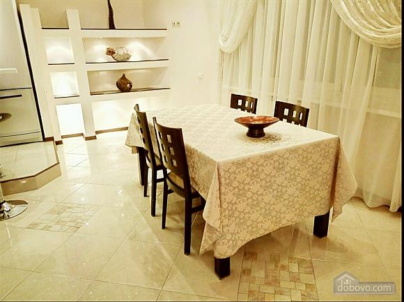 Шикарні апартаменти, 3-кімнатна (51227), 009