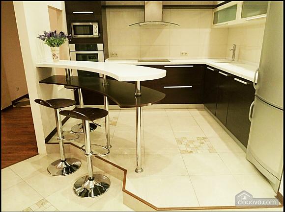 Шикарні апартаменти, 3-кімнатна (51227), 011