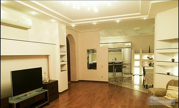 Шикарні апартаменти, 3-кімнатна (51227), 018