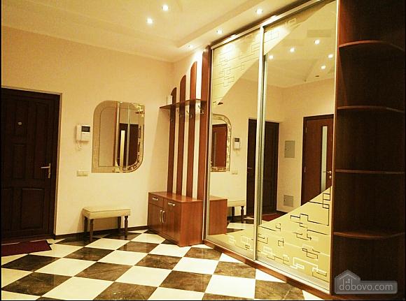 Шикарні апартаменти, 3-кімнатна (51227), 025