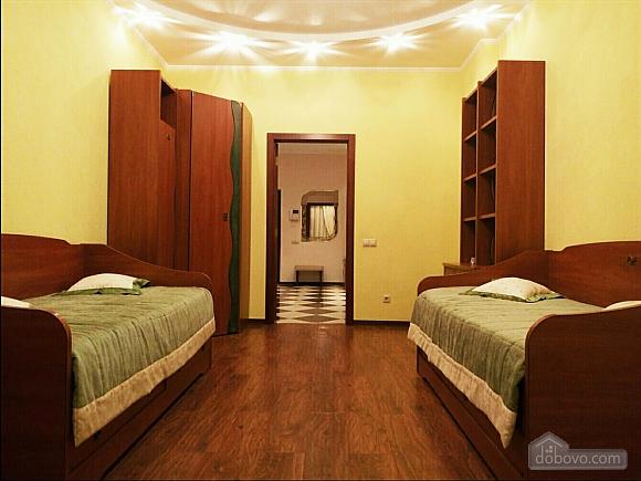 Шикарні апартаменти, 3-кімнатна (51227), 026