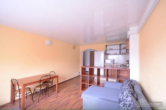 Квартира в центрі поруч з метро Вокзальна-Олімпійська-Університет, 2-кімнатна (39545), 002